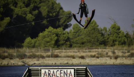 El manresà Dani Sevilla, executant una pirueta en l'aire durant la final d'ahir.