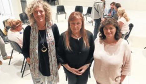 Clara Foix, Rosa Jové i Pilar Ribes, tres de les psicòlogues voluntàries.