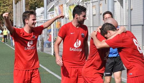 Els jugadors de l'Alpicat celebren el gol aconseguit per Juanjo, que va decidir el partit.
