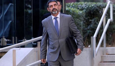 El major Trapero va acudir davant del jutge vestit amb trajo.