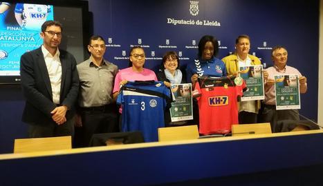 La Supercopa es va presentar ahir a la Diputació amb l'assistència de jugadores dels dos finalistes.