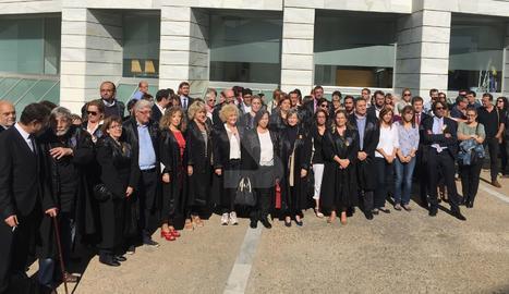 Concentració d'avocats a Lleida en rebuig per l'empresonament dels presidents d'Òmnium i ANC