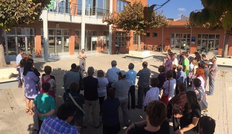 Concentració davant de l'Ajuntament de Corbins en suport a Jordi Cuixart i Jordi Sànchez.