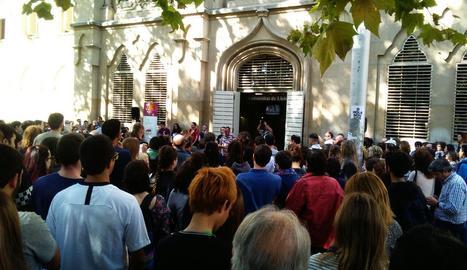 Concentració davant del Rectorat en suport a Jordi Cuixart i Jordi Sànchez