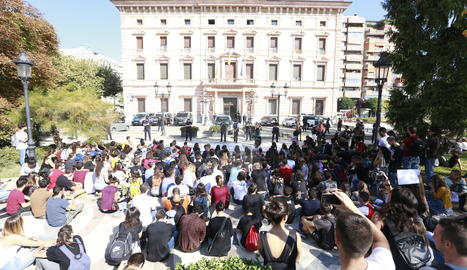 La protesta d'estudiants per demanar la llibertat dels líders d'Òmnium i l'ANC.