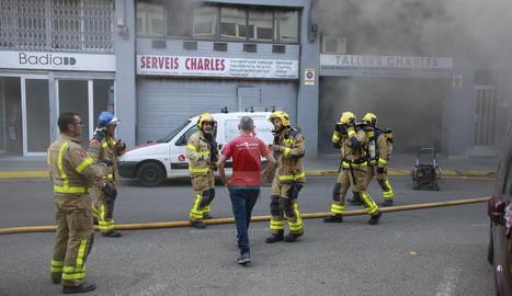 Una imatge de l'incendi d'aquest dimarts al carrer Eduard Velasco de Lleida.