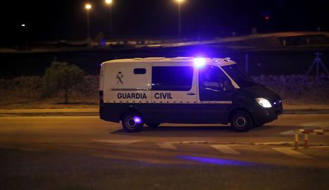 El furgó de la Guàrdia Civil que va portar Sànchez i Cuixart dilluns a la nit a la presó de Soto del Real.