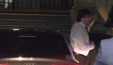El president Puigdemont, a la seua arribada dijous a la nit al Palau de la Generalitat.