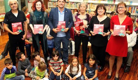 Presentació del llibre a la Biblioteca Comarcal de Tàrrega, amb Pilarín Minguell (3a per la dreta).