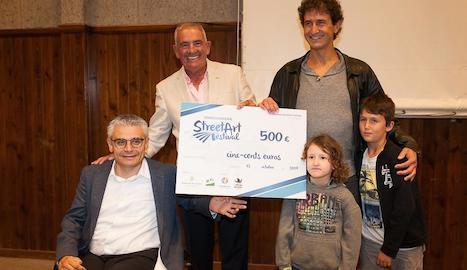 L'alcalde i president d'ICG, dijous amb el guanyador, Oriol Arumí.