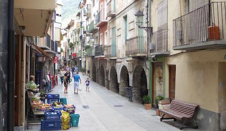Imatge d'arxiu del carrer Major de Sort.