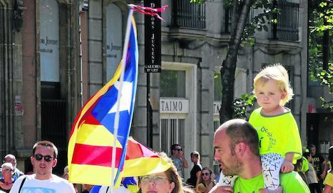 Famílies amb nens en una manifestació independentista.