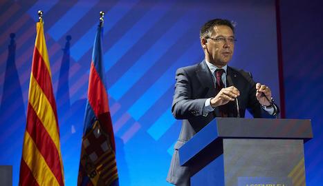 Josep Maria Bartomeu, durant la seua intervenció a l'Assemblea.