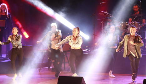 L'espectacle musical va culminar amb tots els cantants i monitors del 'PopKids' en escena interpretant un tema de Michael Jackson.