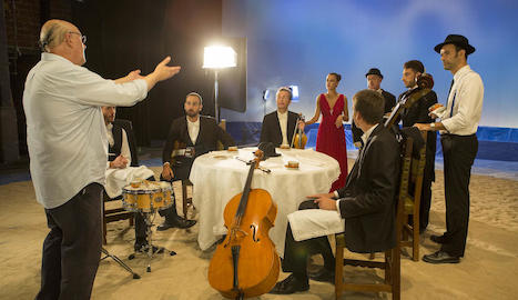 Enregistrament del videoclip de 'Vint-i-un botons', al setembre al Teatre de la Passió de Cervera.