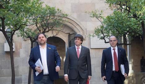 Carles Puigdemont, Oriol Junqueras i Jordi Turull, a l'arribar ahir a la reunió setmanal del Govern.