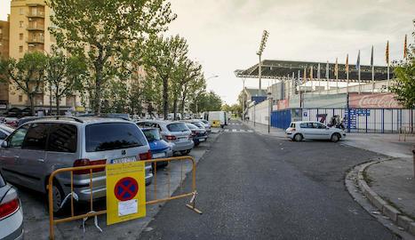 El carril interior de Fleming al costat de l'estadi ja va ser senyalitzat ahir perquè quedi lliure de vehicles.