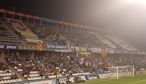 El Camp d'Esports exhibeix les pancartes dels Jordis que no van poder entrar al Camp Nou