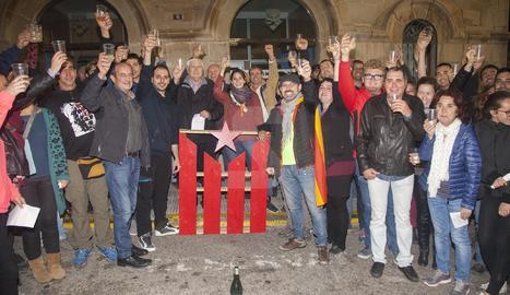 L'acte per proclamar la República de forma simbòlica a Bellpuig va reunir unes 200 persones.