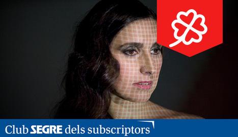 La cantant de fados catalana Névoa.