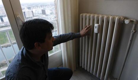 Radiador de calefacció central amb el comptador individualitzat.
