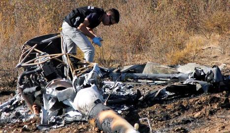 Restes de l'helicòpter sinistrat divendres a Huelva.