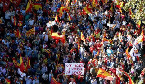 Multitudinària manifestació a Barcelona contra declaració d'independència