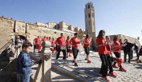 Al llarg de la jornada es van celebrar visites guiades amb la participació de desenes de persones.
