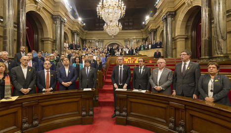 Els diputats sobiranistes, al Parlament, després de proclamar la República divendres passat.