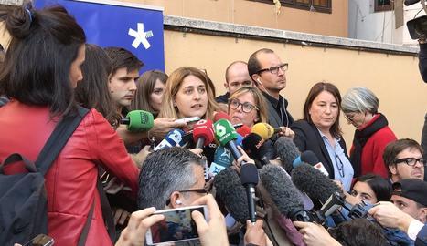La coordinadora general del PDeCAT, Marta Pascal, atén els periodistes.