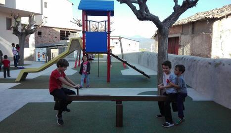 El nou parc infantil de Peramola.