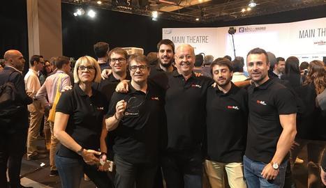 Membres de l'equip de Reskyt, després de ser-los concedit el premi a la fira madrilenya.