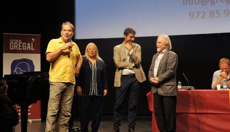 Francesc Puigpelat, diumenge passat, agraint el premi Gregal de novel·la.