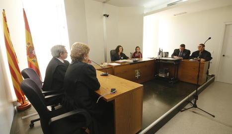 Un moment de l'acte de conciliació celebrat ahir al jutjat d'Instrucció 3 de Lleida.