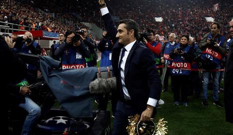 Ernesto Valverde va rebre un homenatge per part de l'Olympiacos a causa del seu passat al club grec.