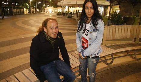 Kenneth Batiste i Meritxell Esquerra, dimarts a la plaça Ricard Viñes.