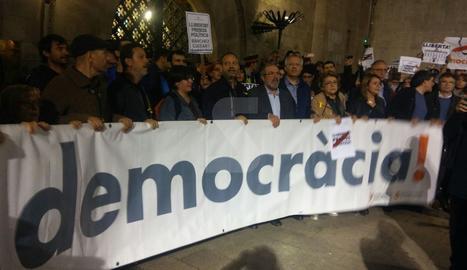 La pancarta de la concentració d'aquest dijous a la plaça Paeria.