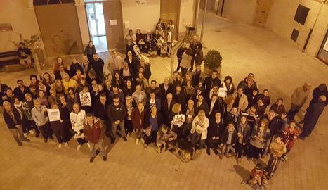 Lectura d'un manifest davant de l'edifici del Rectorat a Lleida.