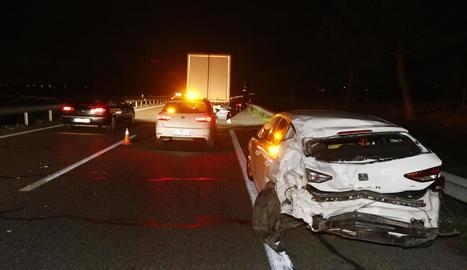 Imatge d'un dels vehicles implicats en l'accident a l'autovia a Lleida.