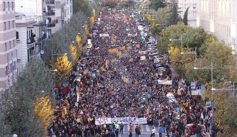Milers de persones tornen a reclamar llibertat per als vuit exconsellers i els Jordis