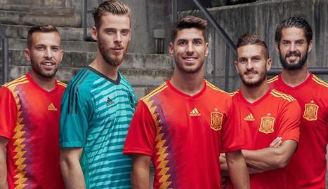 Aquesta és la nova i polèmica samarreta 'republicana' d'Espanya.