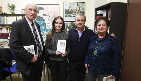 Els autors, Núria i Felip Gallart (al centre), ahir a la UdL.