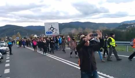 Arriba més gent al tall de l'N-145 a la Seu d'Urgell