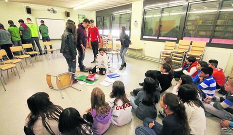 Representació teatral d'un cas de 'bullying' en un centre escolar