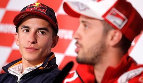 Marc Màrquez i Dovizioso, durant la sessió de fotos prèvia al GP de la Comunitat Valenciana, batejat com The Final Showdown.