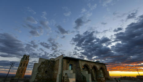 El Castell del Rei, al Turó de la Seu Vella, un dels possibles motius pictòrics del concurs.