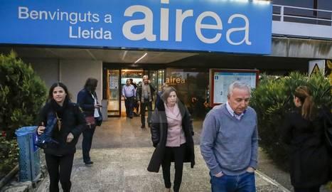 La presidenta del Parlament, a l'àrea de servei de l'AP-2 a Lleida, en una parada del seu viatge cap a Barcelona després de sortir de presó.