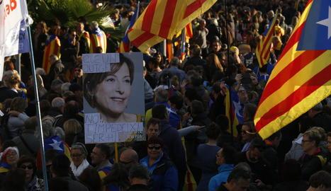 La manifestació va comptar amb la participació de castellers, com a símbol de la unitat i l'esforç col·lectiu, a la capçalera de la marxa.