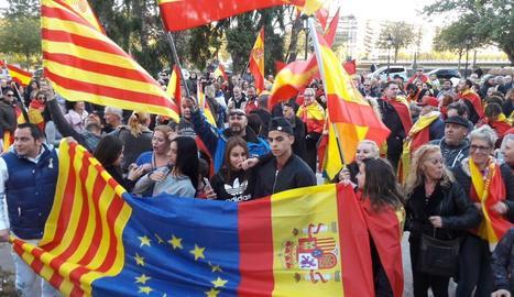 Unes 200 persones es manifesten a Lleida per a la unitat d'Espanya