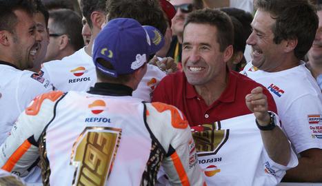 El pilot de Cervera va celebrar el quart títol mundial de MotoGP i el sisè entre totes les categories llançant un dau gegant i traient un sis, en al·lusió a la xifra de campionats.